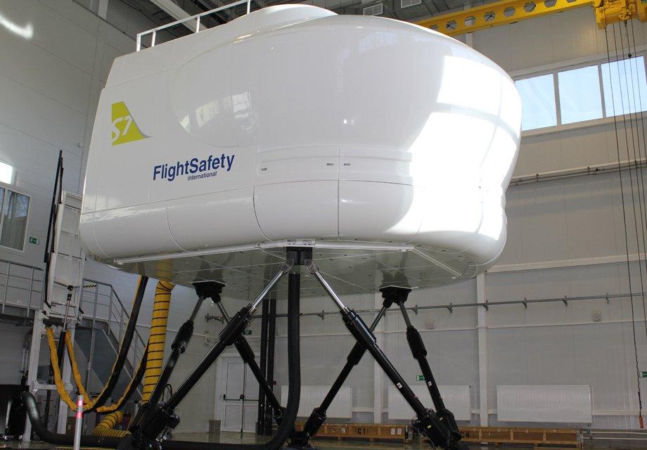 S7Airlines начала эксплуатацию нового тренажера Full Flight SimulatorE170